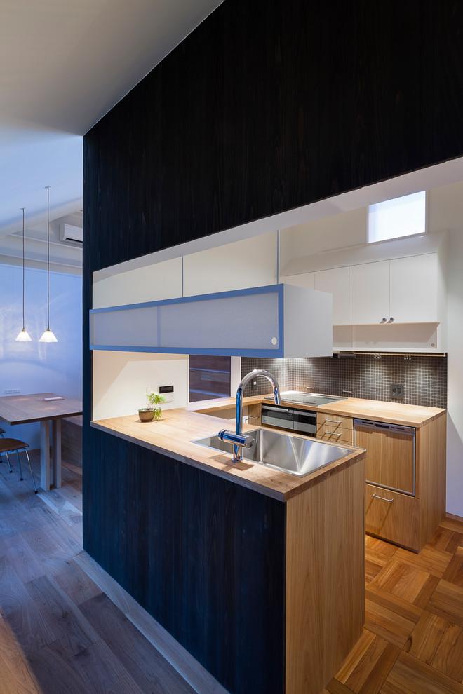 Zen U-shaped Brown Floor Kitchen