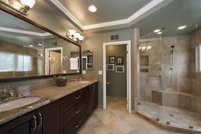 Luxurious Master Bathrooms Design Idea
