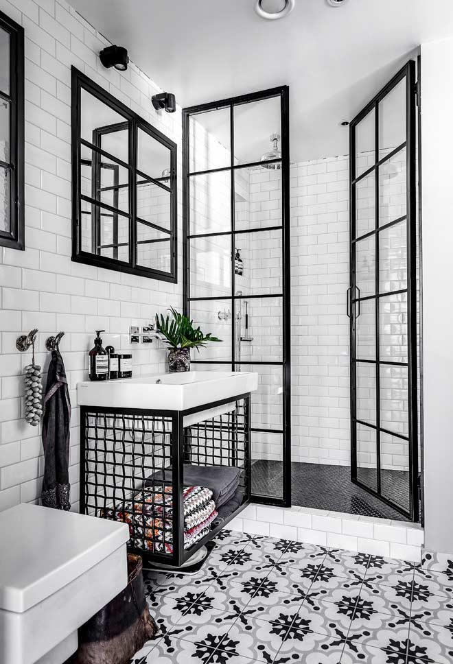 Retro hydraulic tile, overhead shower and industrial details