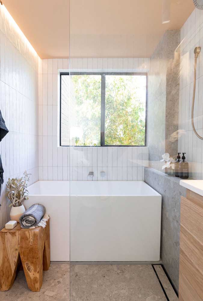 Square bath for those who have a little more space left.