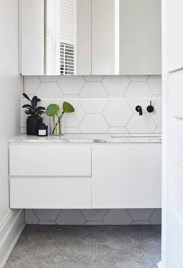 The texture of the hexagonal inserts helps to give more life to the space