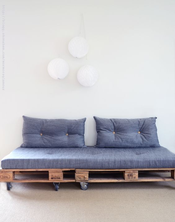 01. Pallet sofa model with casters for 2 places