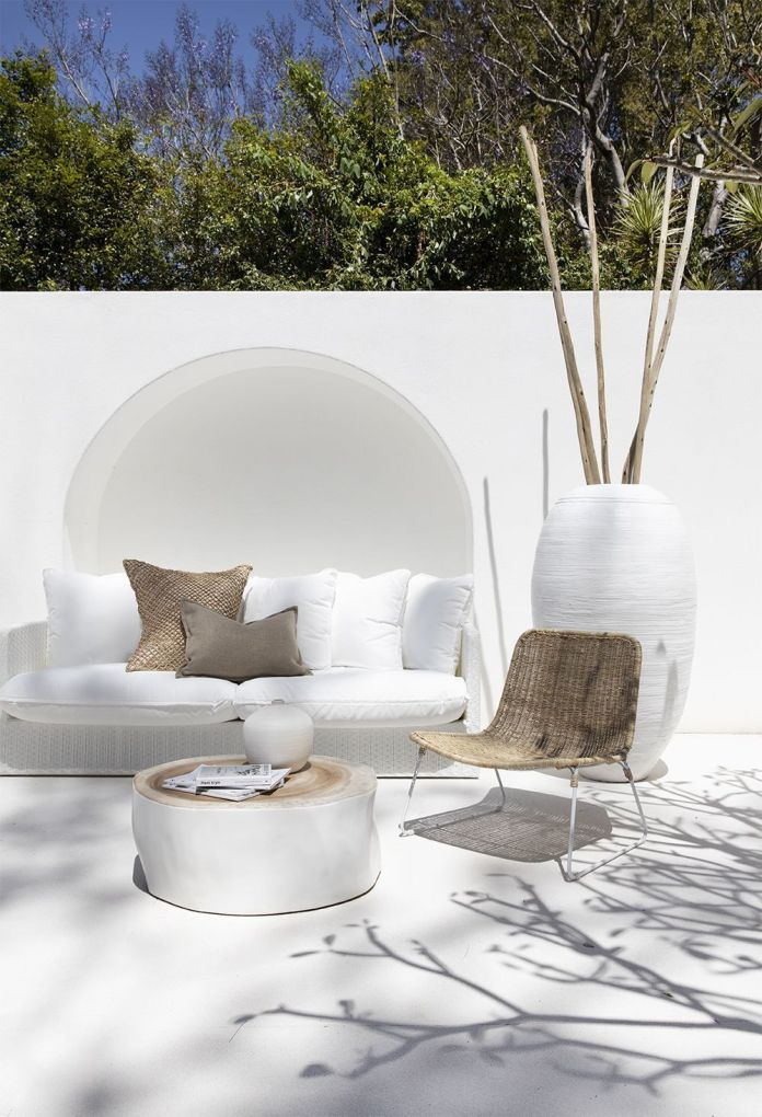 02 -An alcove creates a seating area in the outer courtyard