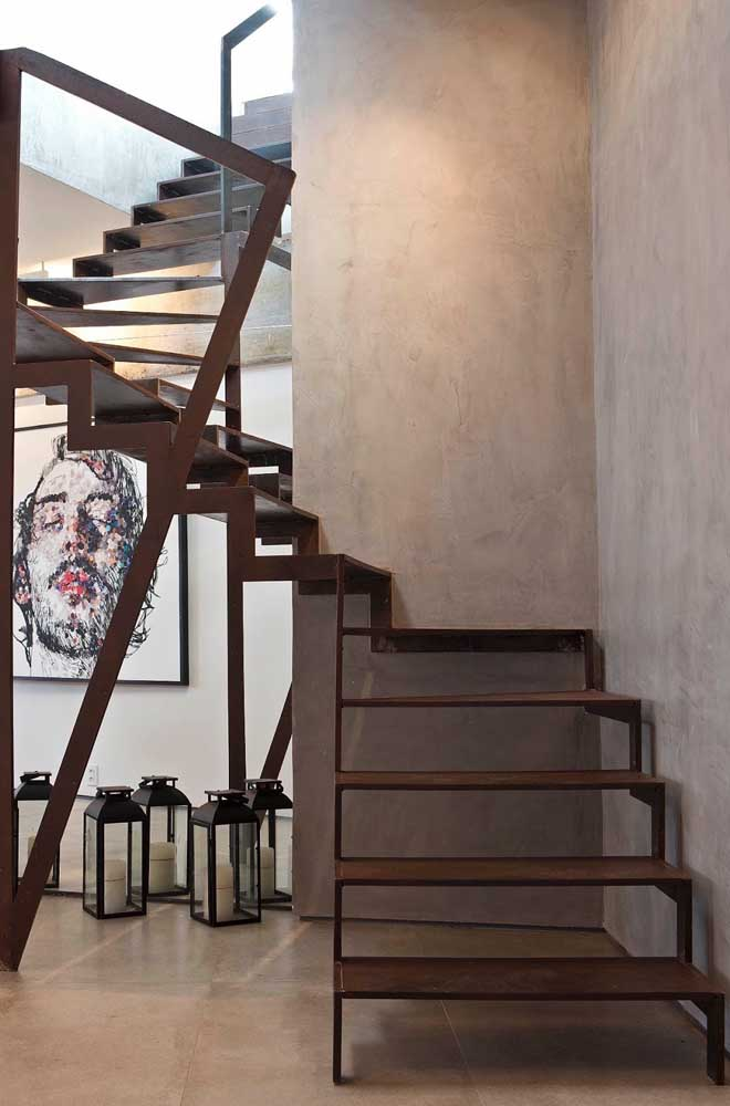 02. A good option is to use corten steel on the residential staircase.