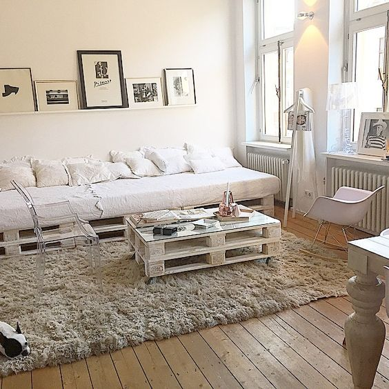 14. Pallet sofas are great for decorating in a minimalist style