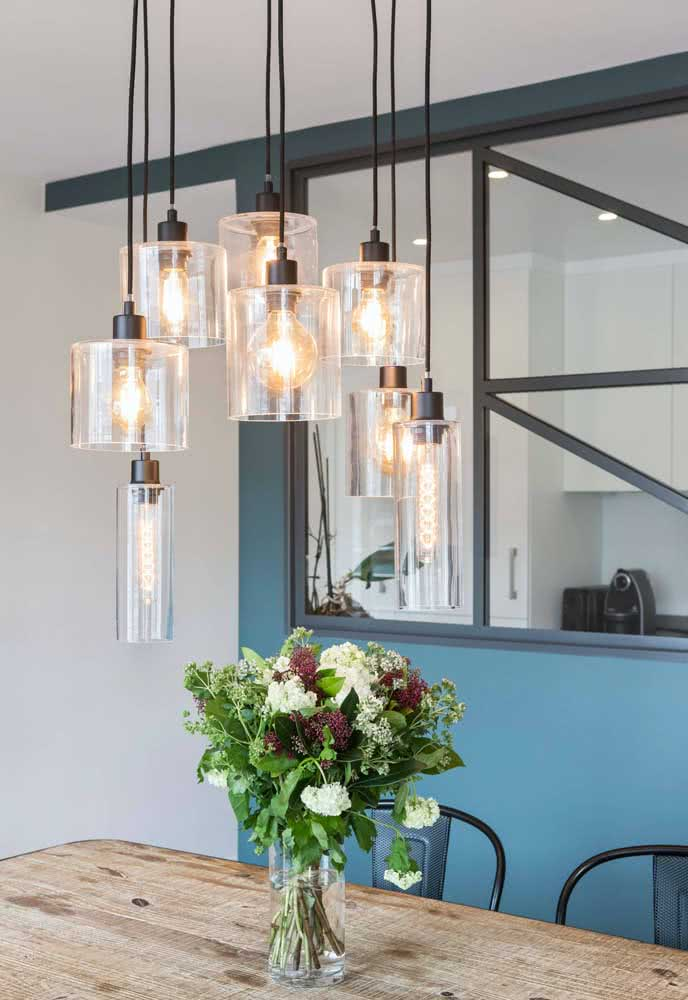 17 - Modern chandelier pendant with filament lamps.
