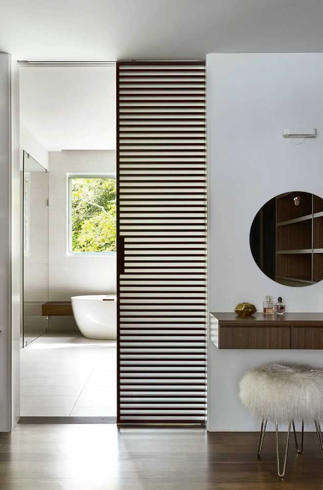 25 - And what do you think of this model of sliding door embedded with vertical stripes?