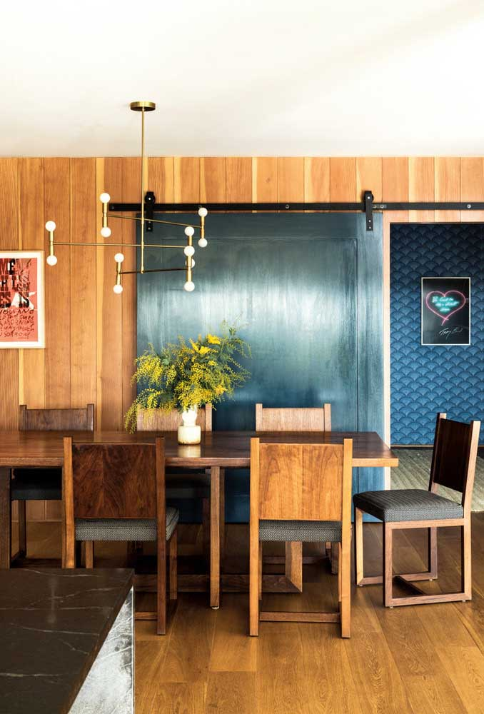 25. Dining room integrated with the kitchen brings more fun and modernity to the project.