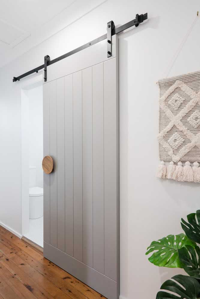34 - Sliding door tailored to cover the wide opening of the bathroom.