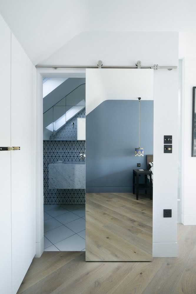 05 - Sliding door with mirror for the bathroom beautiful solution for suites.