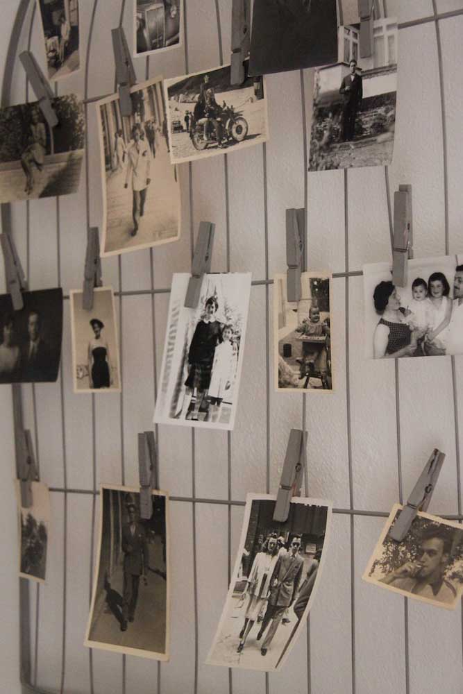 14. To hang the photos on the wire wall, use clothes pegs. Simple, cheap and practical.