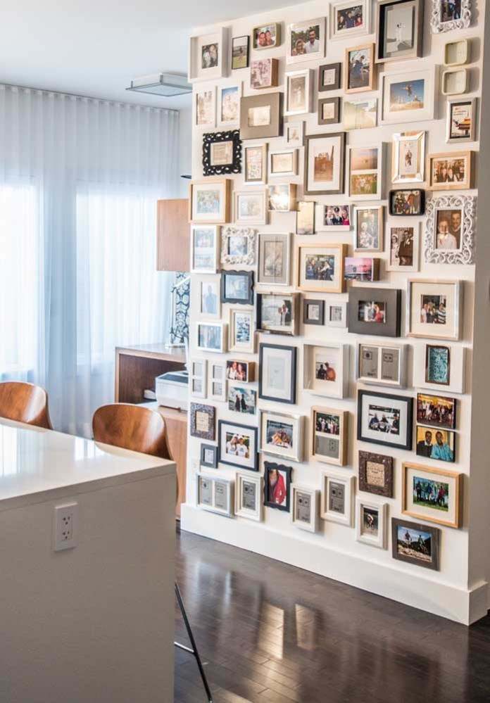36. As is the case with this model with frames that are completely different from each other, but which was super organized on the wall.