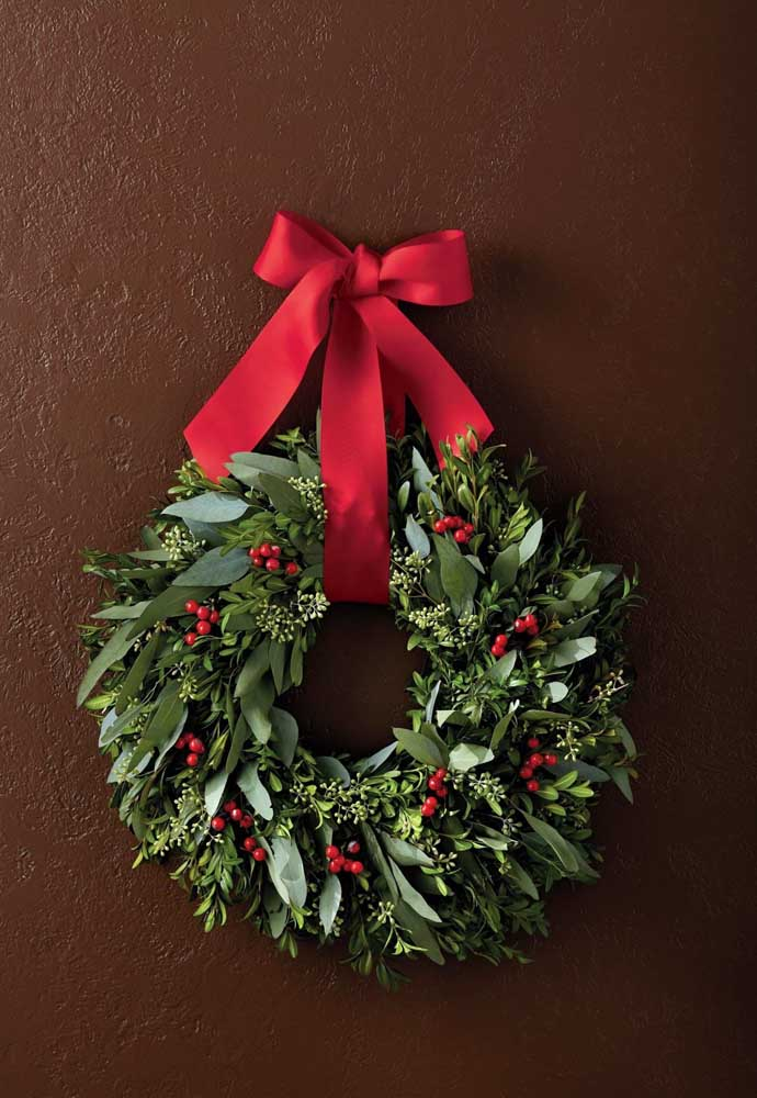 42. Small dots of red to make the wreath look like Christmas.