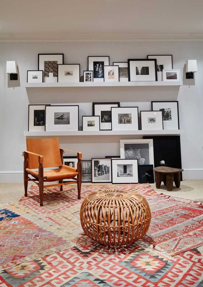46. How about organizing your pictures with pictures on shelves?If they don't fit all, you can follow the decor on the floor.
