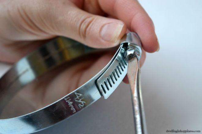 tightening-mirror