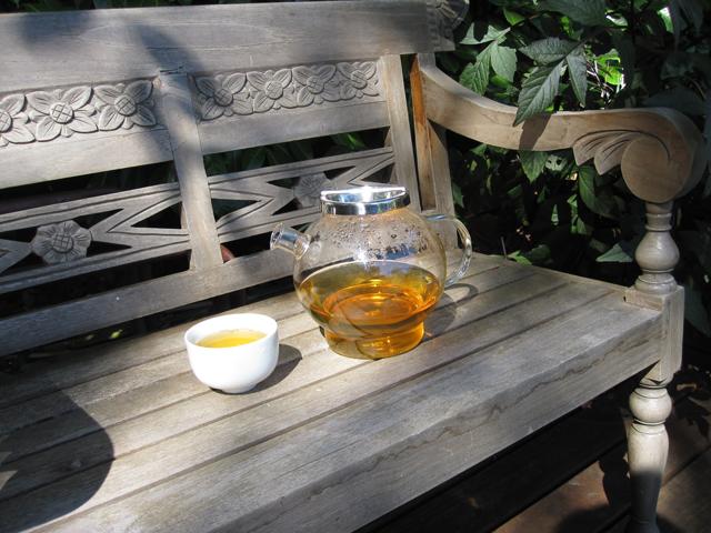 tea_on_bench