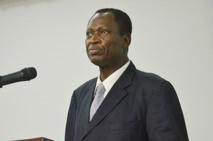 Gabon sous l'imposteur : Ouï-dire et tempête sur Démocratie nouvelle