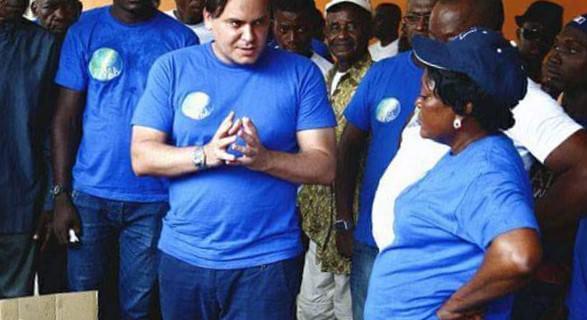 Gabon-Brice-LACCRUCHE-ALIHANGA-Un-homme-à-l'écoute
