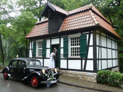 Hochzeit in Amlie Hochzeit im Citroen Oldtimer Amlie  Hochzeitsfahrt im Oldtimer Brautauto