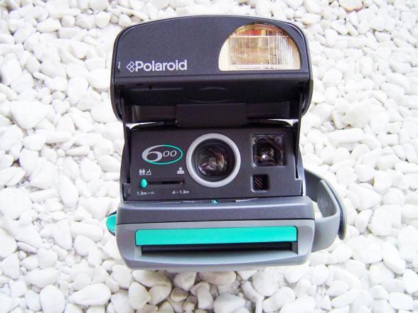 Polaroid 600, A Câmera - Frente - DXFoto