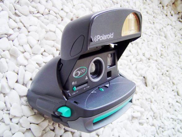 Polaroid 600, A Câmera - Lado - DXFoto