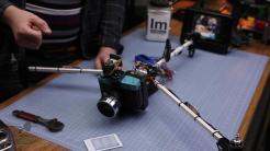 Lomo-copter, uma Diana F+ pendurada em um mini helicóptero - montagem - DXFoto