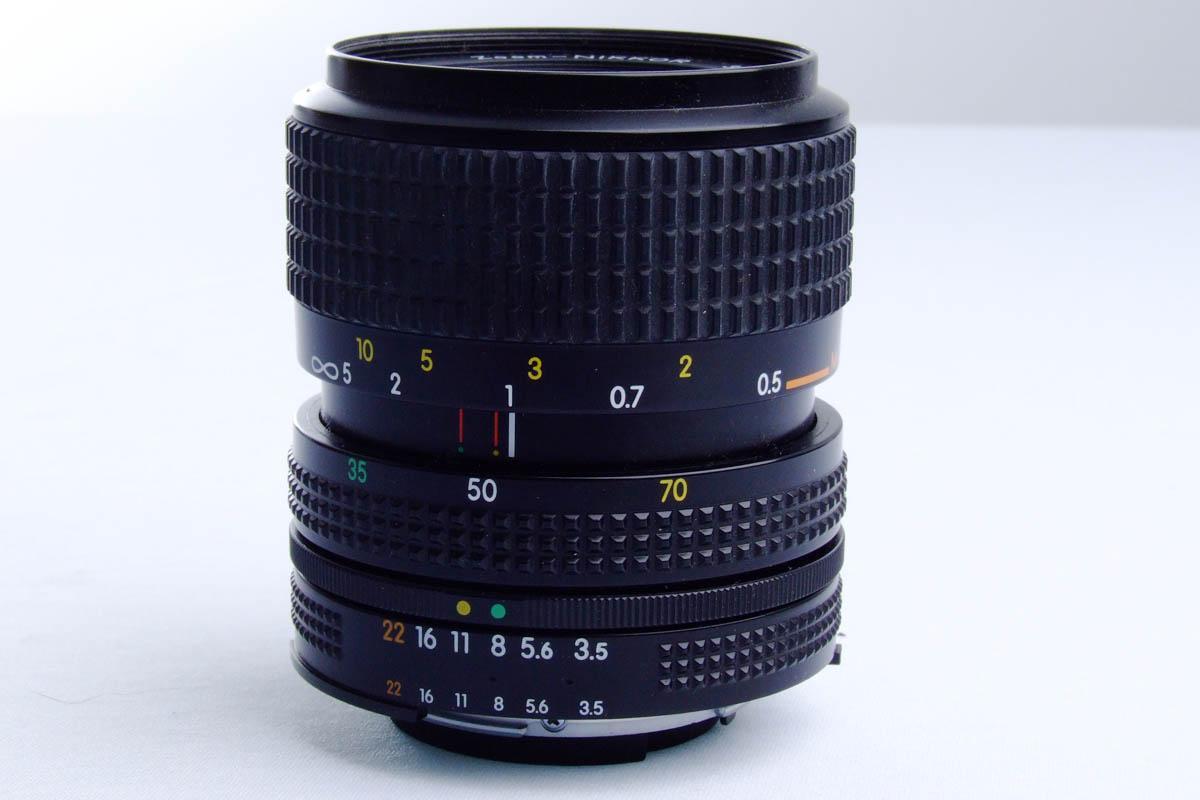 Nikon FM10 - lente de lado