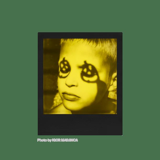 Polaroid Duochrome 600, instantâneos amarelo e preto 7