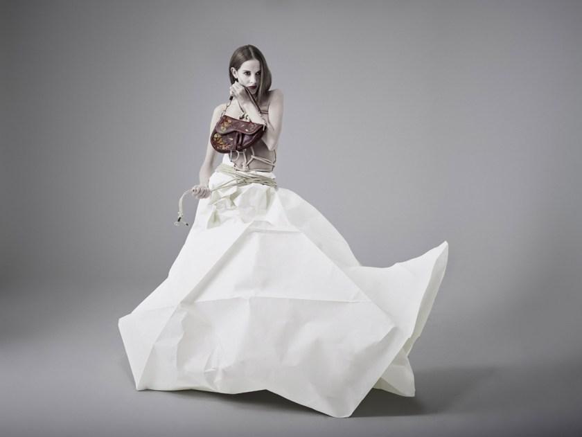 Dior Gaucho. Fotógrafo: Alberto G. Puras. Artista y estilismo: Auro Murciano. Maquillaje: Alicia Arenilla. Modelo: Angélica Moreno y Doble R. Estudio: Cienxcien Studio.