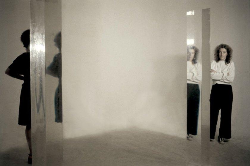 Amalia Del Ponte nel suo studio a Milano lavora ad Acqua nell'acqua, 1993