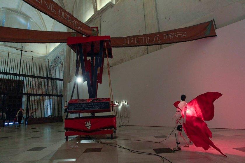 Vista de la instalación 'The lighthouse (It is getting darker)' y 'The memorials for weak light' (20017).