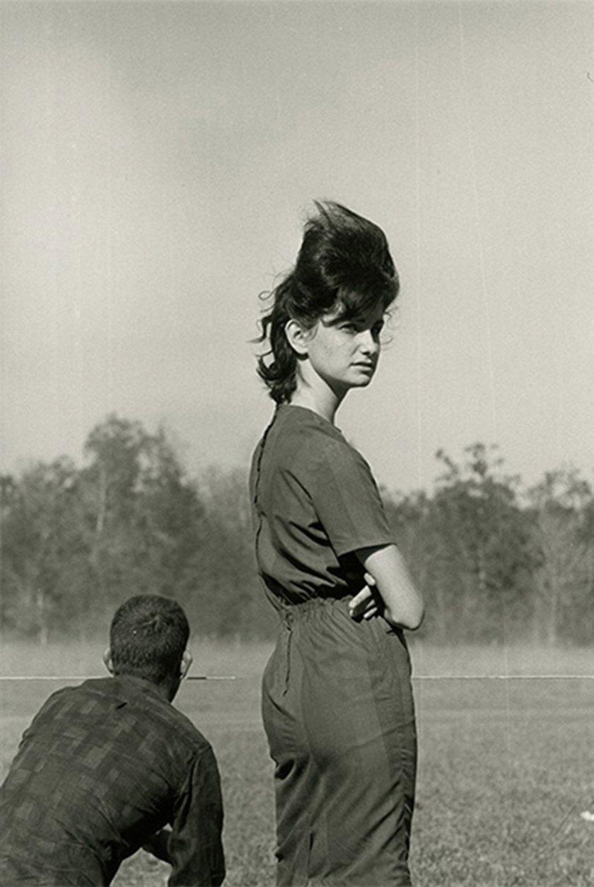 Danny Lyon, Woman at a Race in Prairieville, Louisiana, 1964, © Danny Lyon / Magnum Photos, Courtesy Gavin Brown's Enterprise, Fotomuseum Winterthur Archive