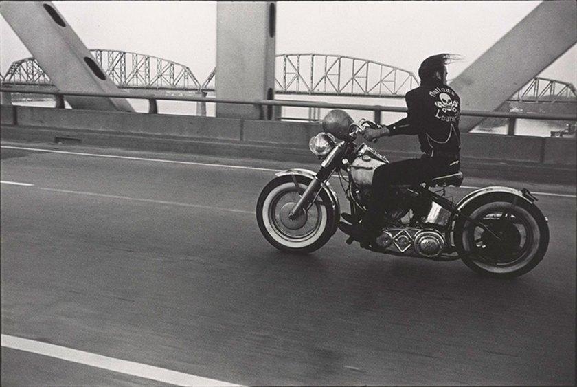 Crossing the Ohio River, Louisville, 1966 © Danny Lyon, courtesy Edwynn Houk Gallery, New York