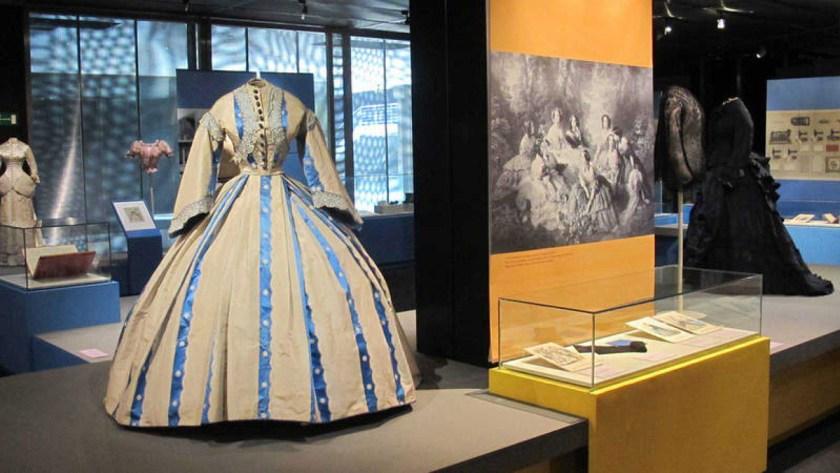 """""""¡Extra, Moda! El nacimiento de la prensa de la moda en España"""" Museo del Traje (Madrid)"""