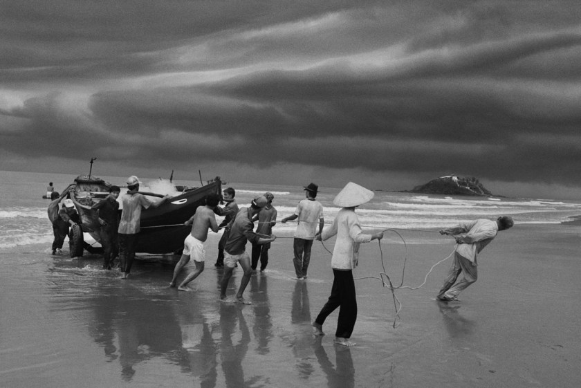 Sebastião Salgado The beach of Vung Tau, formerly named Cap Saint Jacques, from where the majority of boat people left. Southern Vietnam. 1995. © Sebastião Salgado / Contrasto