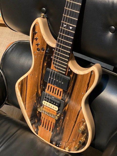 Guitarra Canivell Diseño : Aclam Guitarras: Jordi Canivell - Dirección del proyecto / Jordi Gavaldà - Equip enginyeria / Pau Ferrer - Equip enginyeria Empresa : Aclam Guitars