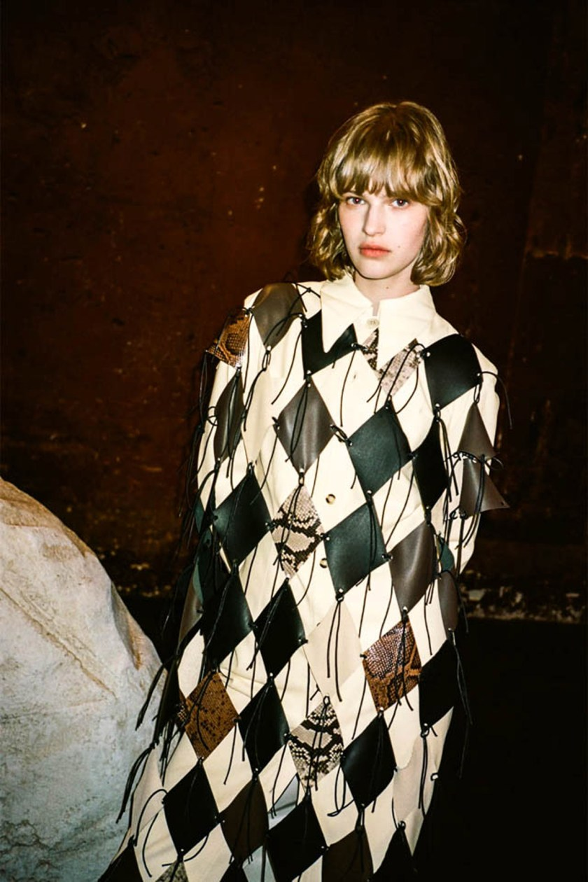 london-fashion-week-intimidad-desde-las-pantallas-Nanushka-05