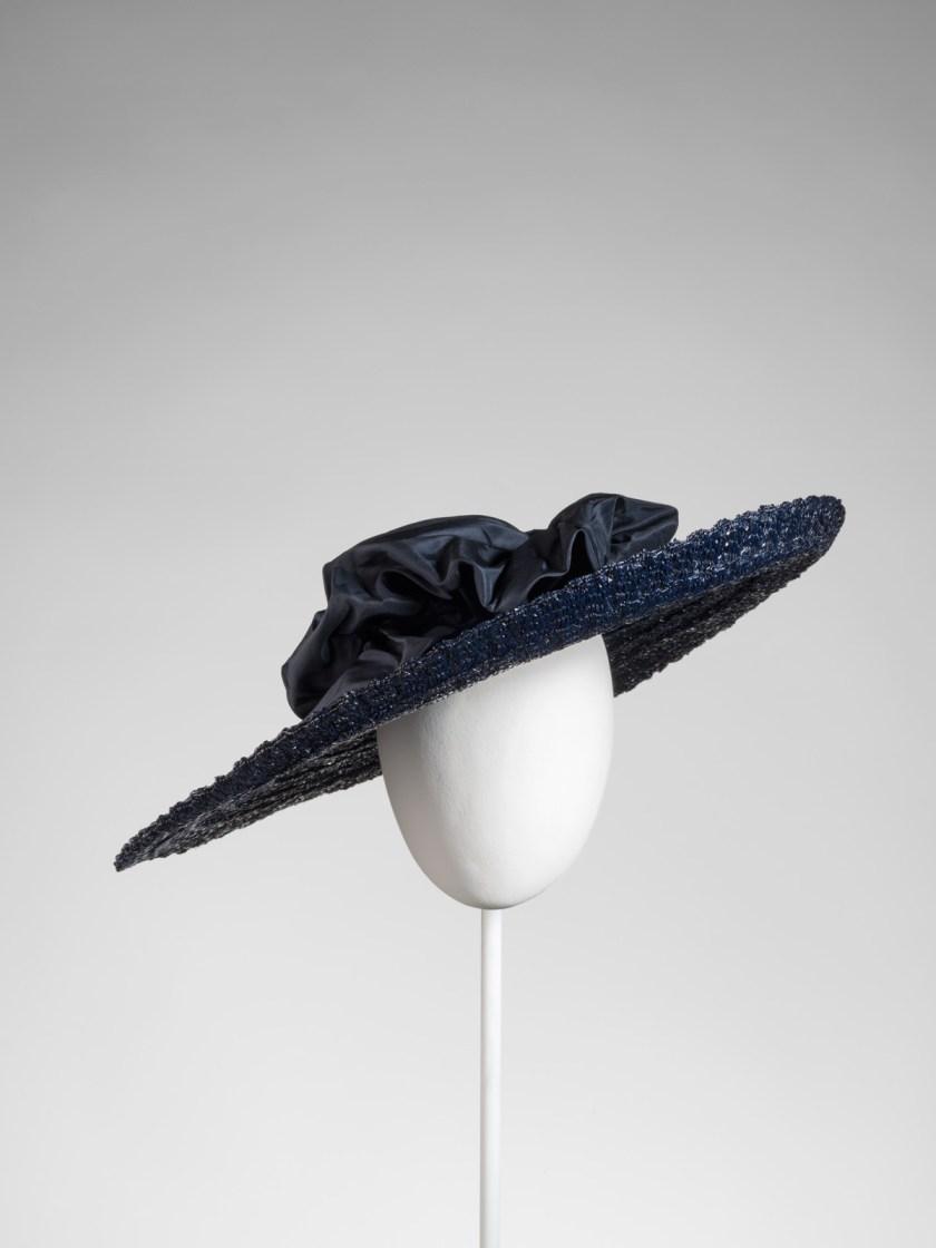 el-sombrero-balenciaga-el-complemento-perfecto-22
