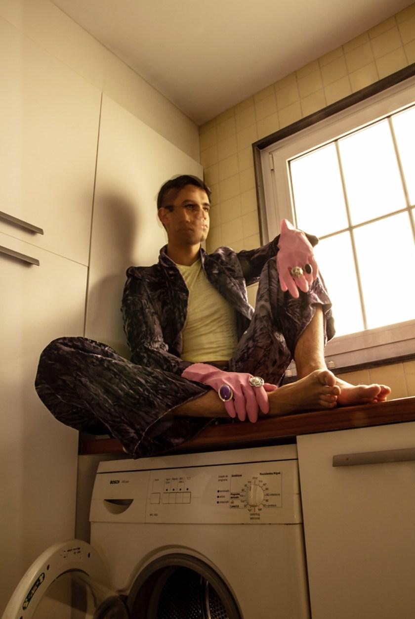 PAUSED. Pantalones: Zara. Top: Shazà. Foto: Ezequiel Gil. Dirección de Arte: Maria Albert.