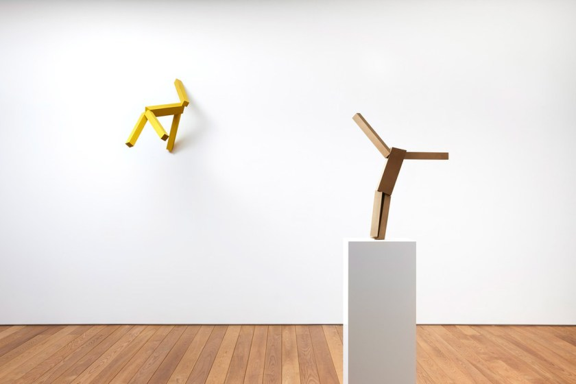 "Joel Shapiro, sin título , 2021, bronce, 22-1 / 8 ""× 12-3 / 4"" × 3-1 / 2 ""(56,2 cm × 32,4 cm × 8,9 cm)"