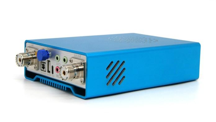 Side of the Q900 Radio