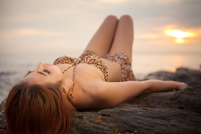 20 Ways Women Trick You Into Spending Money