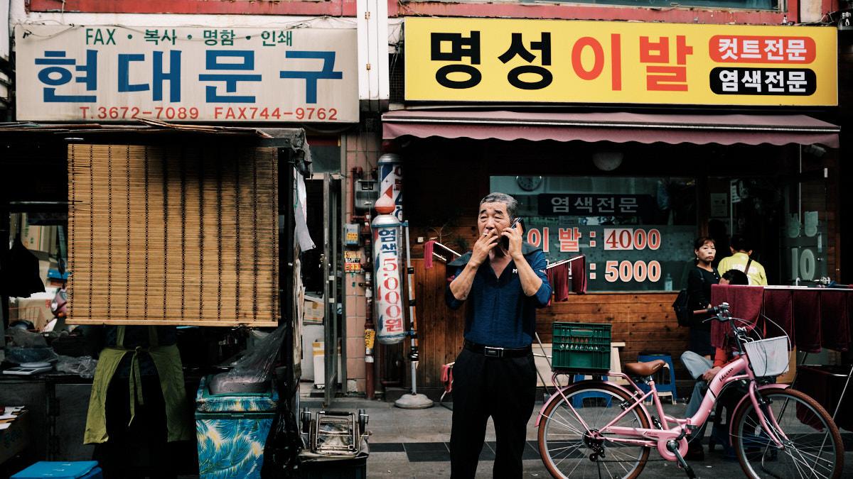 Seoul Street Photography - Smoke Break