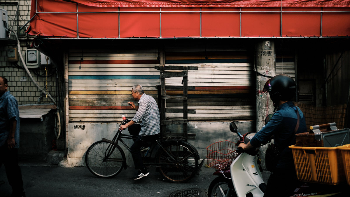 Seoul Street Photography - Delivery Man