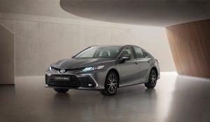 Uudistuva Toyota Camry Hybrid vie turvallisuuden uudelle tasolle