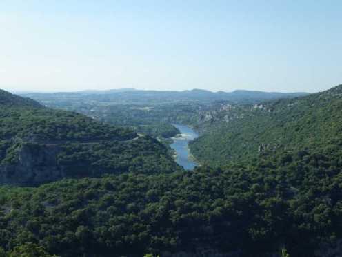 ARDECHE - Plan de gestion physique : vue générale sur la rivière Ardèche depuis un mont voisin