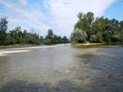 Photo de la confluence du Doubs et de la Loue prise pendant notre campagne de terrain d'expertise hydromorphologique