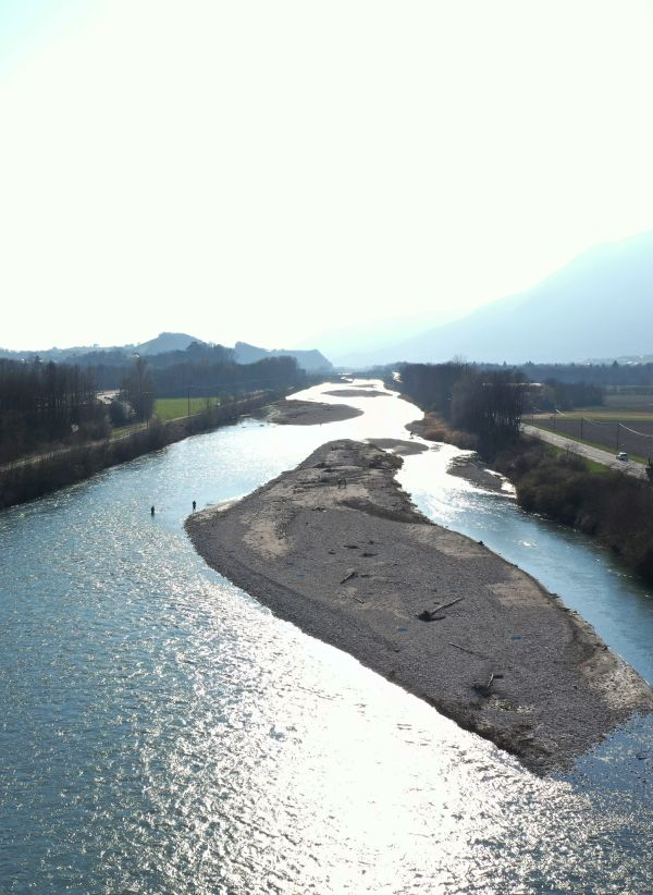Vue réalisée depuis notre drone de la vallée de l'Isère entre Grenoble et Albertville lors de notre campagne de terrain pour le Suivi morphologique des bancs