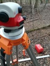 Suivi morphologique : notre niveau de chantier Leica NA720 sur une annexe de l'Isère