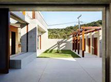 Block House on Pearl Beach - e-architect